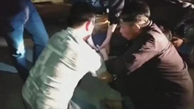 วินาทีตำรวจ-ทหารรวบพ่อค้ายาบ้า