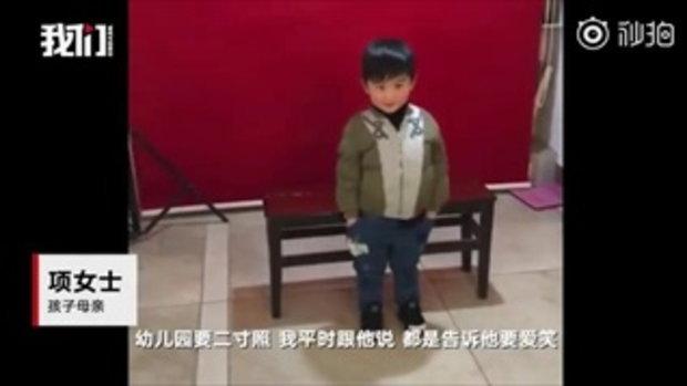 น่าเอ็นดู เด็กชาย 4 ขวบ ถ่ายรูปติดบัตรครั้งแรก สุดสับสนแม่ไม่ให้ยิ้ม