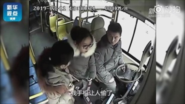 อย่างกับในหนัง คนขับรถเมล์จีนพาผู้โดยสารไล่จับโจรล้วงมือถือ