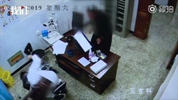 นับถือหัวใจ หมอจีนไม่ถือโทษ บรรจงเย็บแผลให้คนไข้ อาละวาดทุ่มเก้าอี้ใส่