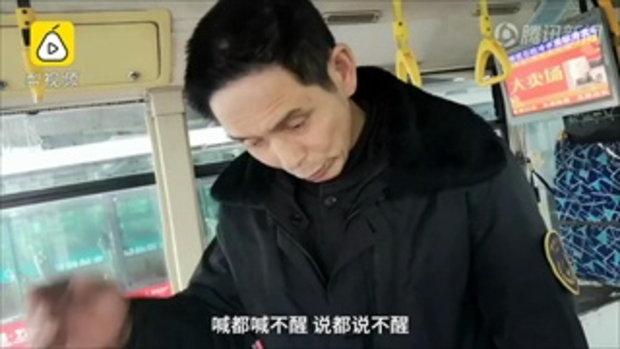 กดดันเรียนหนัก เด็กหญิงจีนวัย 14 เป็นลมล้มฟุบหมดสติบนรถเมล์