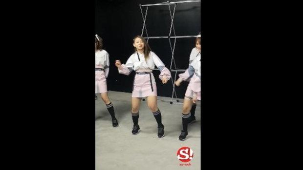 เรียงคิวบันเทิง Fancam แก้ว BNK48 เต้นx2 เพลง Beginner