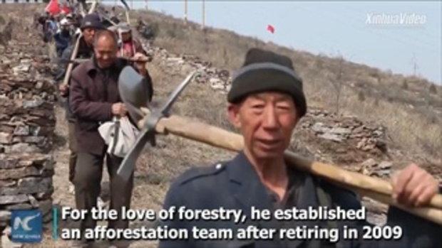 """คุณปู่วัย 70 นำทีมเพื่อนผู้สูงอายุ พลิก """"เขาหัวโล้น"""" สู่ป่าเขียวขจีกว่า 30,000 ไร่"""