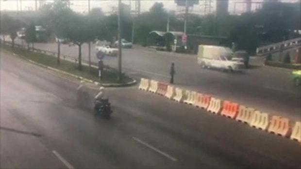 หนุ่มเมียนมาพยายามกระโดดให้รถชนหลายครั้ง สุดท้ายถูกรถบรรทุกชนตาย