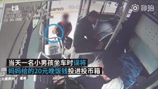 คนขับรถเมล์ช่วยแก้ปัญหา ตี๋น้อยเผลอหย่อนค่าขนมลงกล่องใส่ค่ารถ