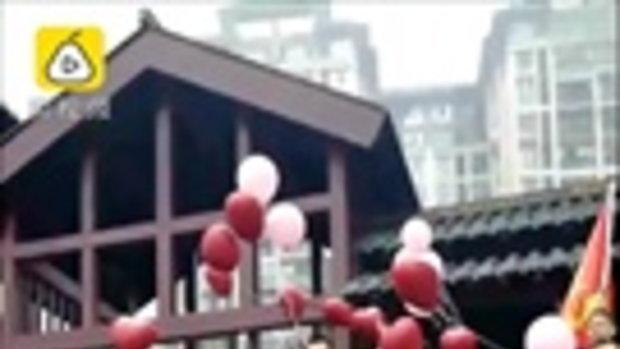 เหนื่อยแต่ก็มีความสุข บ่าวสาวชาวจีนจับมือกันวิ่ง 13 กิโลเมตร ไปเข้าพิธีแต่งงาน
