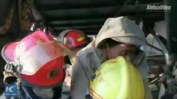 ชายชาวจีนรอดจากเหตุโรงงานเคมีระเบิด ติดใต้ซากนาน 40 ชั่วโมง ยอดดับพุ่ง 64 ศพ