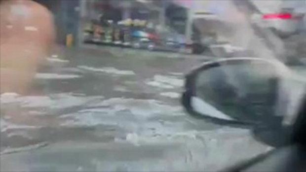 ขับรถลุยน้ำท่วมพัทยาใต้ ลีลาพากย์สุดหวาดเสียวยิ่งกว่ากลัวรถดับกลางทาง