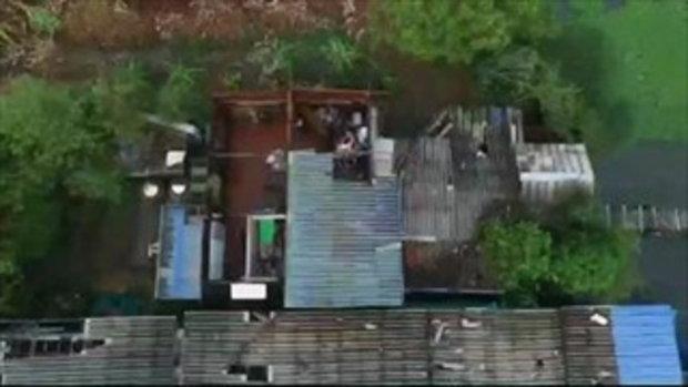 พายุฤดูร้อนถล่มปทุมธานี เสาไฟโค่น 26 ต้น เสาโทรศัพท์ยักษ์ทับบ้านทั้งหลัง