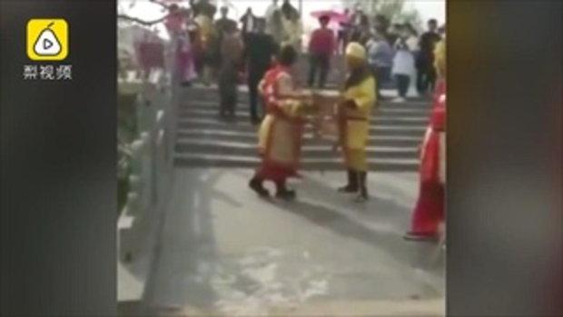 ฝ่ายไหนตัวจริง? สามซุนหงอคงเปิดศึกแลกหมัด ปะทะเดือดกลางถนน