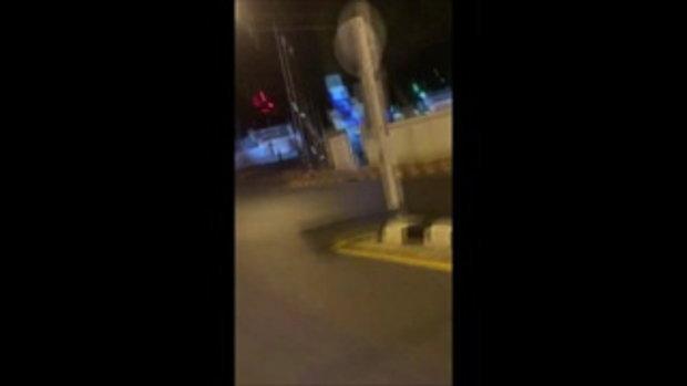 ระทึกกลางเมืองสุราษฎร์ฯ คลิปเด็ดชายเกาะกระโปรงรถ ประหนึ่งฉากแอคชั่น