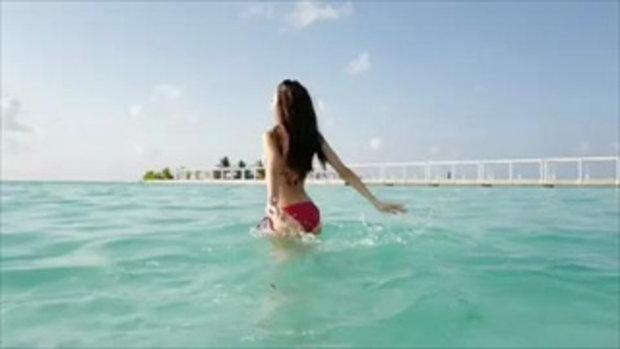 คลิป เจสซี่ เดอะเฟซ ลงเล่นน้ำคลายร้อน