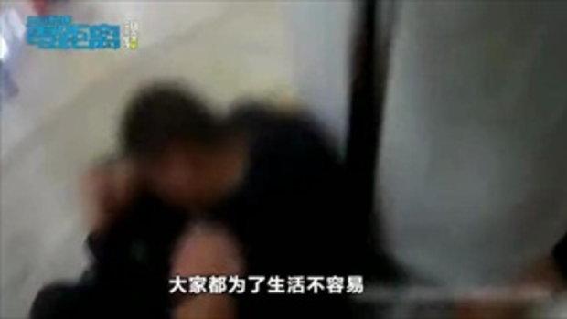 หนุ่มปล่อยโฮ เครียดงาน-ต้องดื่มเอาใจลูกค้า เมาหนักอ้วกแตกกลางสถานีรถไฟใต้ดิน