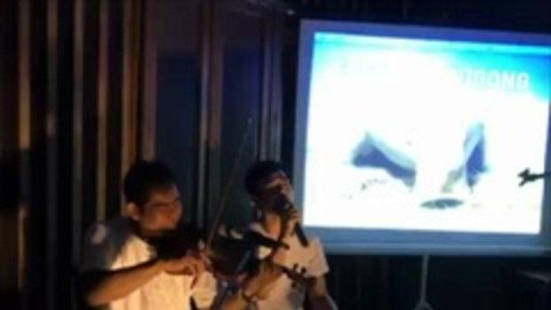 มอส ปฏิภาณ ร้องเพลงให้เด็กๆ ฟังกันอย่างสนุกสนาน