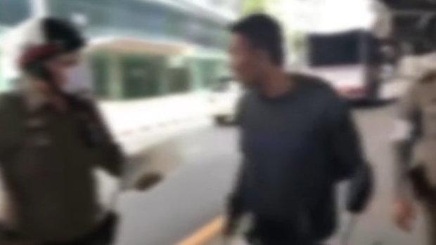 หนุ่มหัวร้อนถูกจับไม่มีใขขับขี่ ด่าตำรวจลั่น
