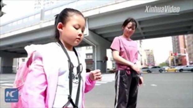 หัวอกแม่ หัดให้ลูกสาวตาบอดวัย 11 ปี เดินไปโรงเรียน-พึ่งพาตนเอง