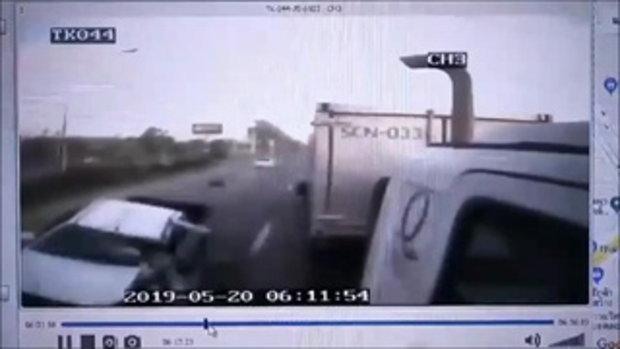 เปิดคลิปหนุ่มขับกระบะ จุ่ๆ เกิดพุ่งชนท้ายรถพ่วง เมียดับคาที่
