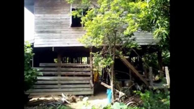 หนุ่มคลุ้มคลั่งจุดไฟเผาบ้านตัวเอง โชคดีชาวบ้านเห็นเปลวไฟออกจากบ้าน โร่ดับทันควัน