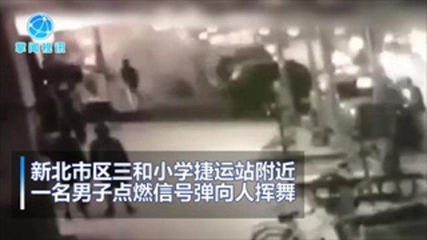 ฉุนสาวแฟนเก่าหาหนุ่มใหม่ได้เร็ว ชายจีนจุดพลุไฟหันใส่ฝูงชน เจ็บ 2 คน