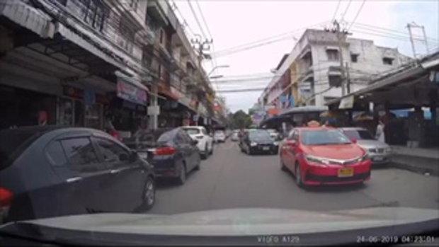 จวกยับ!รถหรูมักง่ายทิ้งขยะเกลื่อนถนน