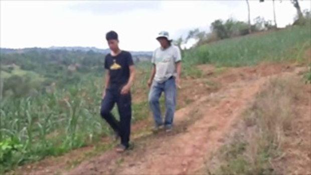 สองพ่อลูกระทม ! ฝนไม่ตกแล้งในรอบ 20 ปี ข้าวโพดยืนต้นตายหมดเงินร่วมแสนบาท