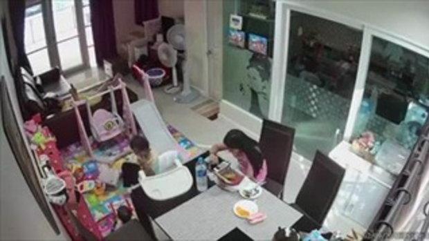คลิปเตือนภัย กระจกโต๊ะกินข้าว จู่ๆ ระเบิดแตกกระจาย ขณะมีเด็กน้อยนั่งอยู่ใกล้