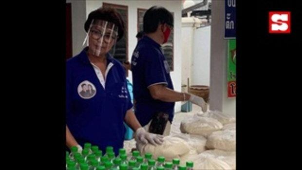 ยังคงแบ่งปันน้ำใจอย่างต่อเนื่อง ตั๊ก ศิริพร แจกอาหารช่วยคนลำบาก