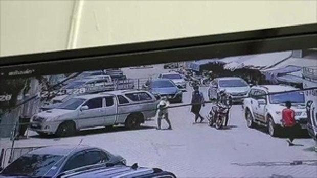 ชาวโซเชียลถล่มเฟซบุ๊ค แม่เด็กวิ่งชนรถหลังกล่าวหาว่าชนแล้วหนี