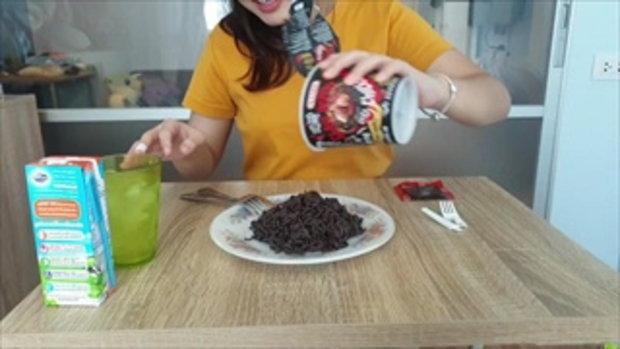กินมาม่าเผ็ดที่สุดในโลก นัมเบอร์วันออฟไทยแลนด์ไปเลยย - สองมีของรีวิว Ep1