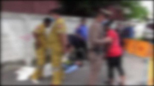 หนุ่ม รปภ. มีเรื่องกับป้าขับวิน วัย 66 ปี ถึงขั้นตะลุมบอน ถูกป้าใช้มีดแทงสวนดับคาที่