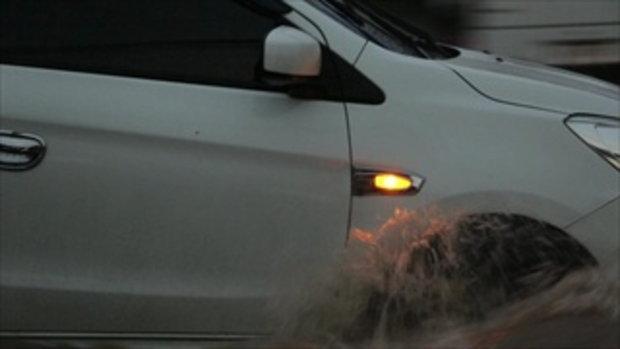 ฝนถล่มขอนแก่นน้ำท่วมหลายจุด รถเล็กดับกลางถนนหลายคัน