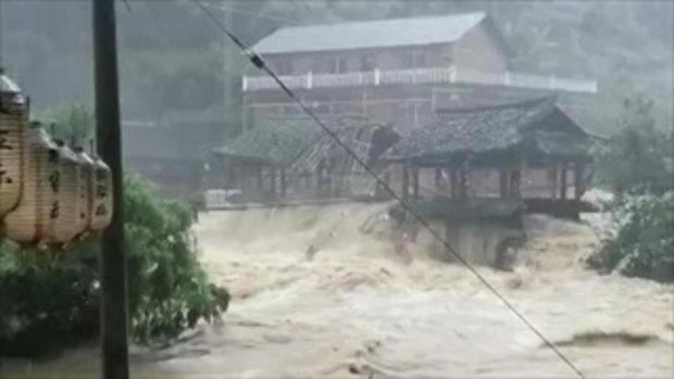 สะพานเก่าแก่ 400 ปี ในจีนถูกน้ำพัดพังทลาย