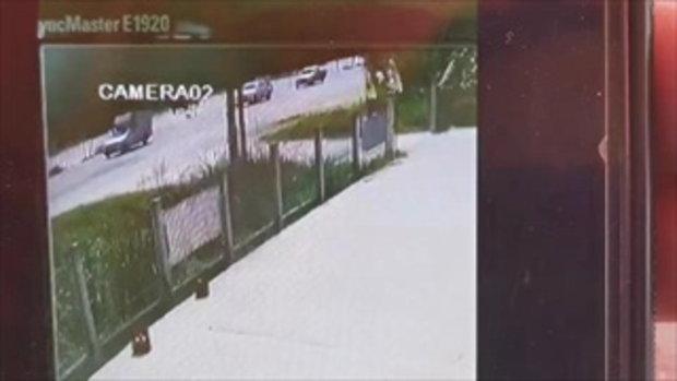 นาทีสลด หนุ่มโรงงานขี่มอเตอร์ไซค์ย้อนศร-ตัดหน้ารถเก๋ง ถูกชนเสียชีวิต