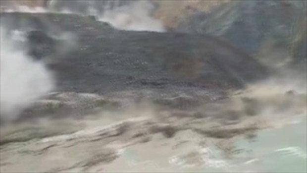 นาทีมรณะ ดินถล่มลงแอ่งน้ำ เกิดคลื่นยักษ์ซัดคนงานเหมืองหยกเมียนมา