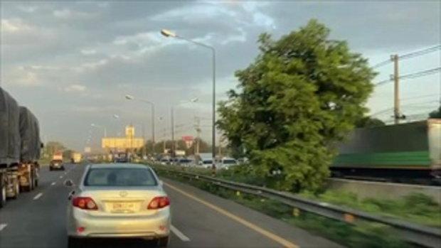 ถนนมิตรภาพติดขัด ประชาชนแห่เดินทางออกต่างจังหวัดช่วงหยุดยาว