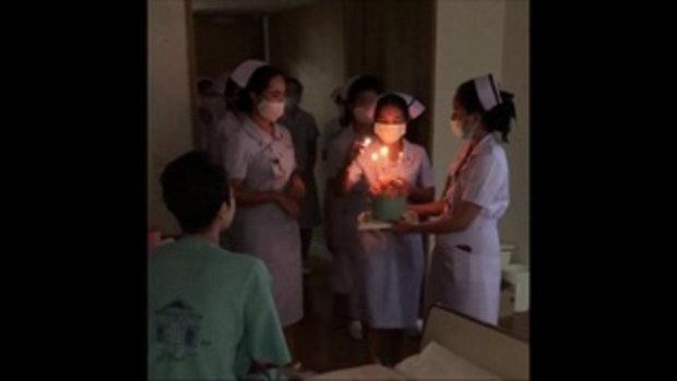 นิ้ง กุลสตรี ยิ้มสดใสอีกครั้ง ทีมพยาบาลยกเค้กมาเซอร์ไพรส์วันเกิดล่วงหน้า