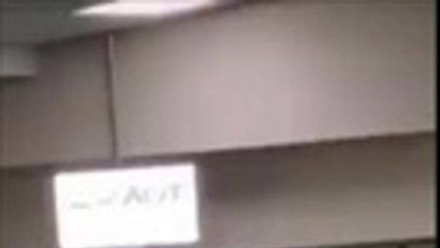แชร์ว่อน คลิปผู้โดยสารตกเครื่องอ้างมาช้าแค่ 30 วินาที โวยลั่นสนามบิน-พังคอมฯ