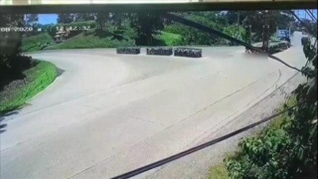 วงจรปิดนาทีมรณะ รถบรรทุกขับเลยทางเข้า ถอยหลังทับมอเตอร์ไซค์แม่ลูกดับ 2 ศพ