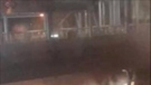 ระทึก!ไฟไหม้รถเมล์ใต้สะพานลอย ก่อนถึงเซ็นทรัลลาดพร้าว
