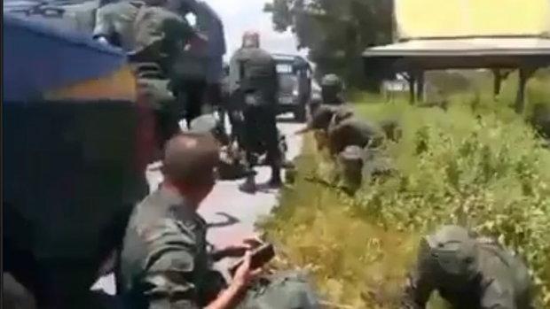 เปิดภาพนาที! คนร้ายลอบบึ้มรถทหาร อ.เทพา ตาย 1 เจ็บ 6