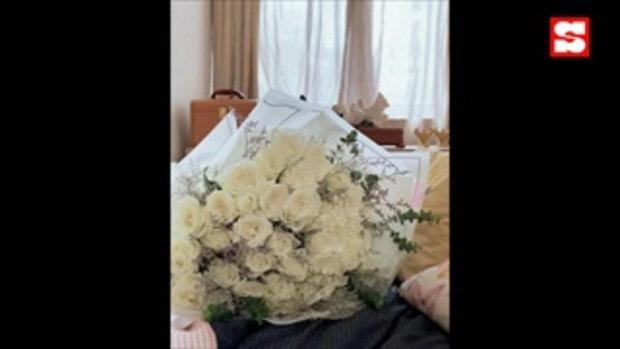 """""""จอย ศิริลักษณ์"""" เผยช่อดอกไม้และข้อความจากแฟนหนุ่ม หวานหนักมาก"""