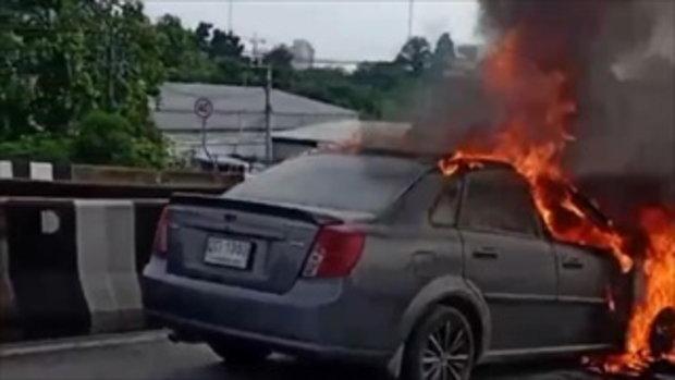 รอดตายระทึก! ไฟไหม้รถเก๋งวอดทั้งคัน