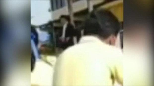 คลิปผอ.โรงเรียนดังสงขลาเครียดชักปืนหน้าเสาธง