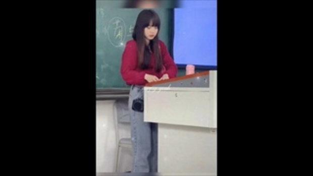 ห้องเรียนแทบแตก คุณครูหน้าคล้าย ลิซ่า BLACKPINK นักเรียนแห่เรียนกันเต็มห้อง