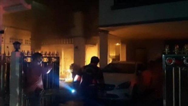 ไฟไหม้บ้านหรูย่านศรีนครินทร์ เด็กฝาแฝด 8 ขวบติดในบ้าน เจ้าหน้าที่ช่วยชีวิตทันหวุดหวิด