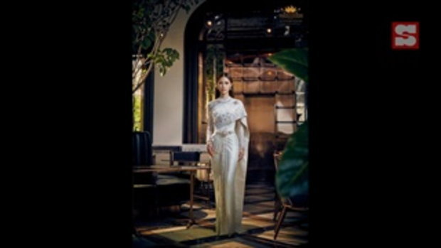 """""""เพลง ชนม์ทิดา"""" สวยสง่า กับแฟชั่นชุดไทยพระราชนิยมสุดหรูครั้งแรก"""