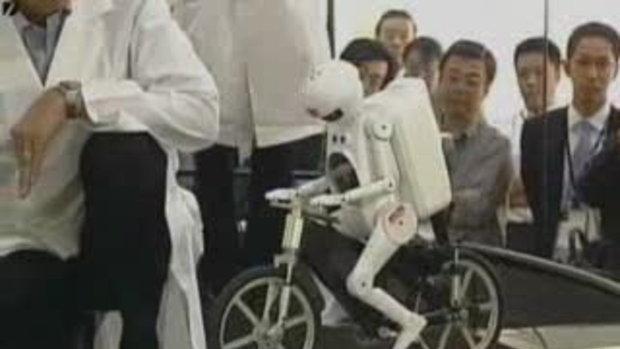 ญี่ปุ่นโชว์หุ่นปั่นจักยาน