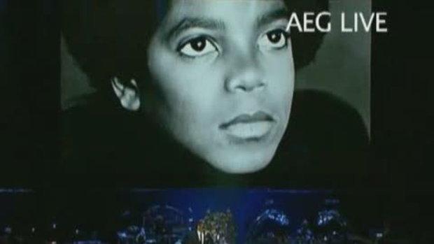 Usher ร้องเพลง Remembrance of Jackson