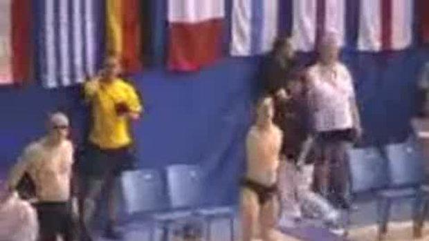 ไม่มีแขนแต่ว่ายน้ำชนะคนมีแขน
