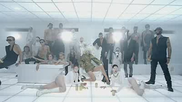 MV Bad Romance - Lady Gaga